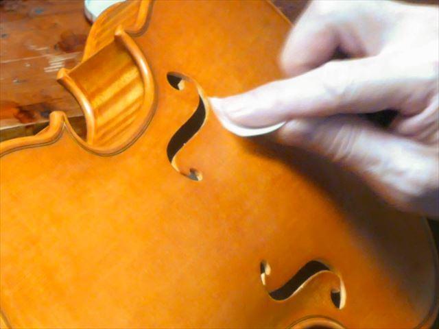 ヴァイオリンのニス、磨き作業のご紹介_d0047461_05464727.jpg
