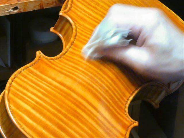 ヴァイオリンのニス、磨き作業のご紹介_d0047461_05472436.jpg