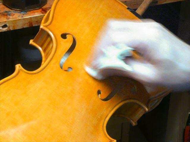 ヴァイオリンのニス、磨き作業のご紹介_d0047461_05472461.jpg