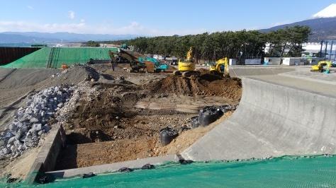 沼川新放水路工事は順調に進んでいます!_d0050503_05075604.jpg