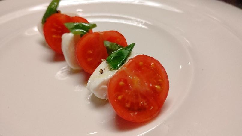 美味しいトマトのカプレーゼ_f0039117_23155743.jpg