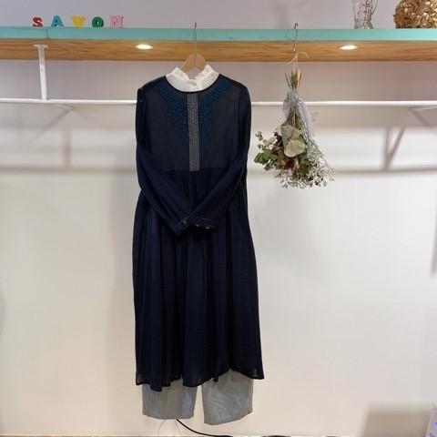 〔 bulle de savon〕40crape 花の糸刺繍ワンピース_a0389054_15550019.jpg