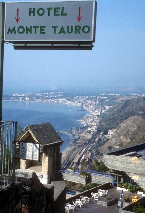 タオルミーナで予定大変更・海を渡ってサルデニアへ_f0103459_13362881.jpg