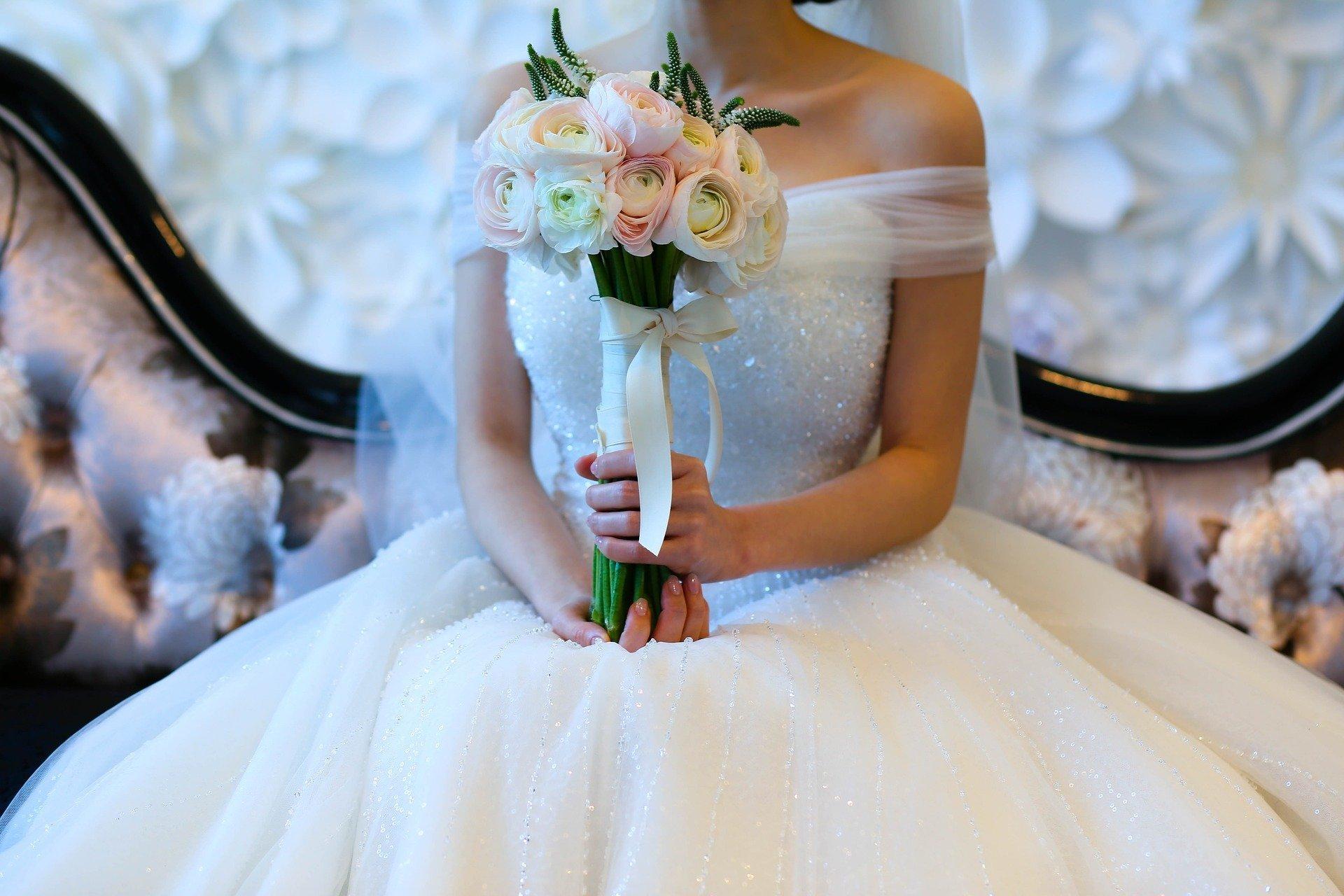 【お客様からの質問】ウェディングドレス どうしよう?_e0303386_16185120.jpg