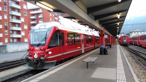 小説更新のお知らせ+スイスの電車_b0206901_23280485.jpg