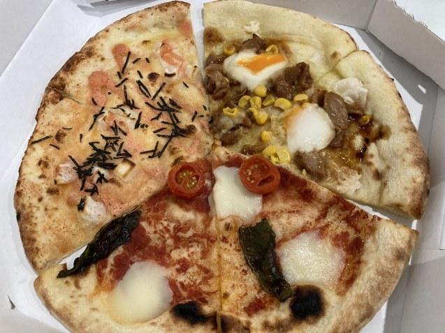 パン屋さんのピザ  /  koba_d0135801_15390939.jpg