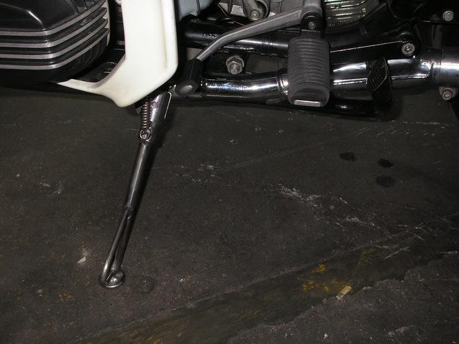 BMW    Rtypeのサイドスタンド モノサス、2本サス_e0218639_14260462.jpg