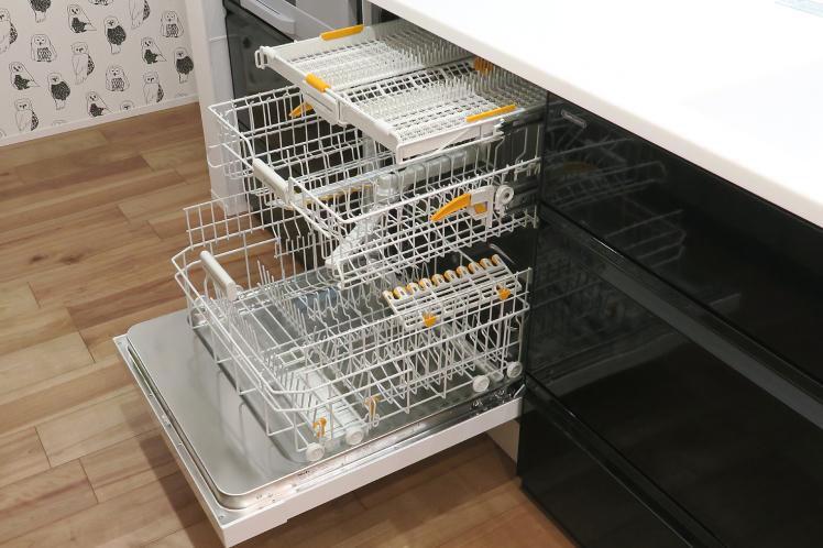 いまやキッチンに欠かせない食洗機。★タカラスタンダード取付事例_c0156359_12135846.jpg