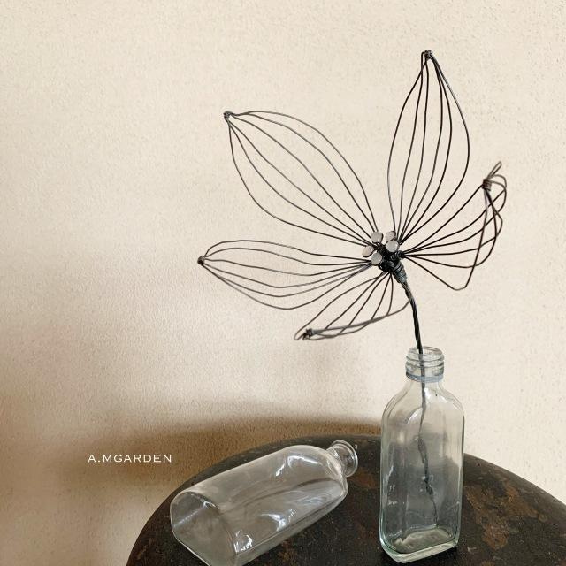 wire flower。_b0125443_12434790.jpeg