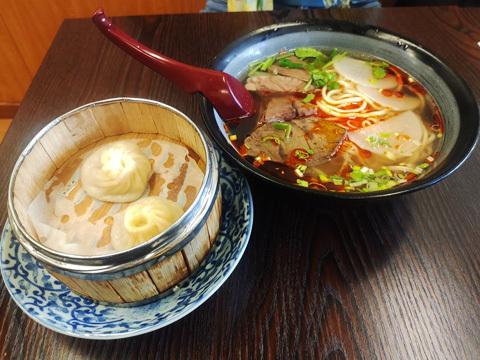 好漢飯~蘭州牛肉麺!_b0145843_08205930.jpg