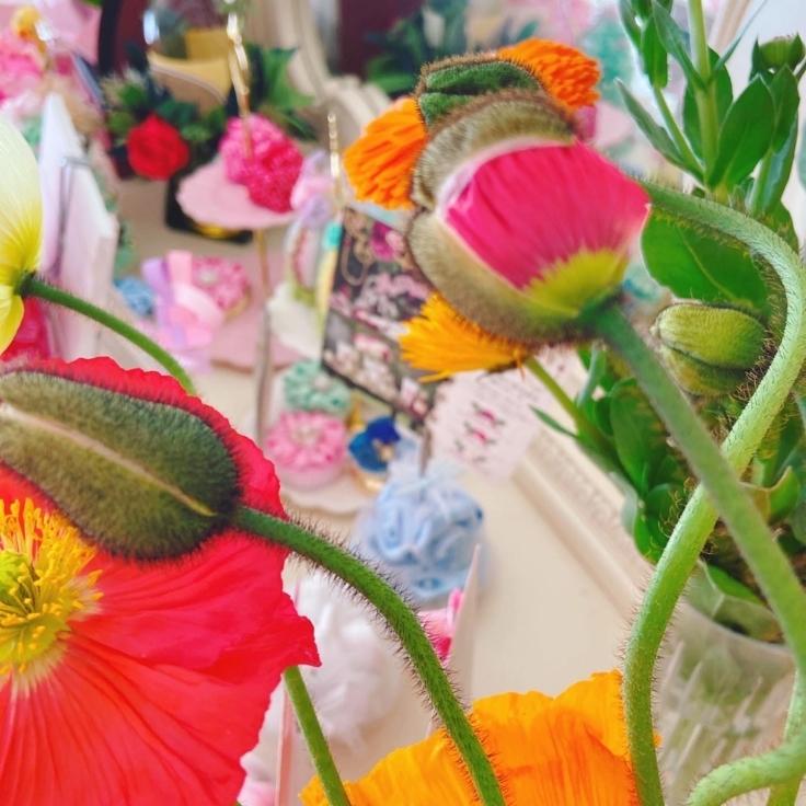 春の空気に、お部屋のお花もどんどん開く、、_f0017548_16585302.jpg
