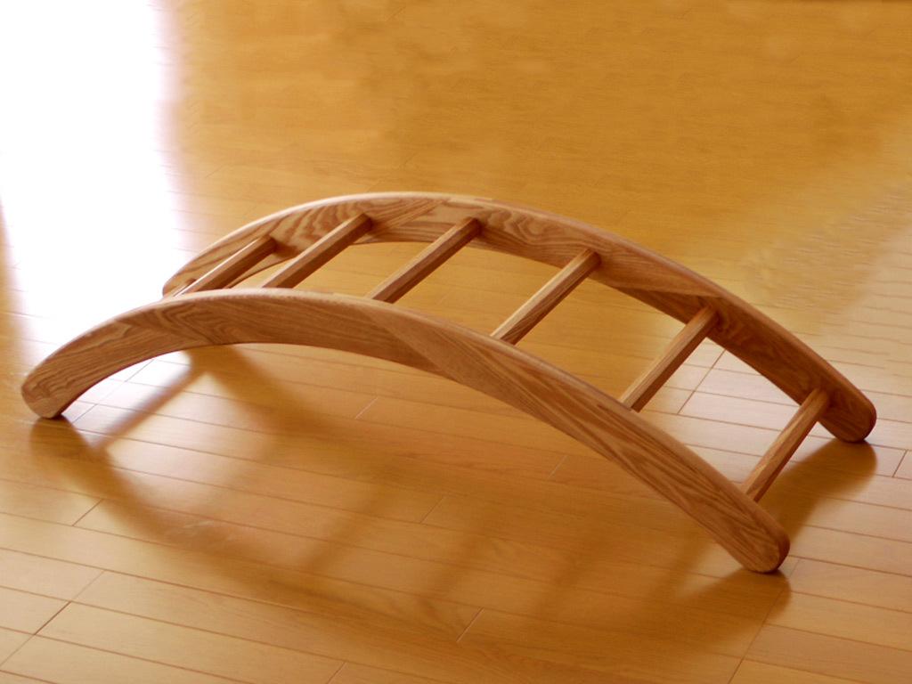 体を動かす遊具:ジャングルジムと滑り台:赤ちゃんでも遊べるハシゴ:木の遊具_c0138410_23111557.jpg