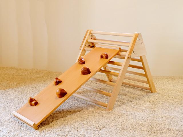 体を動かす遊具:ジャングルジムと滑り台:赤ちゃんでも遊べるハシゴ:木の遊具_c0138410_23114741.jpg