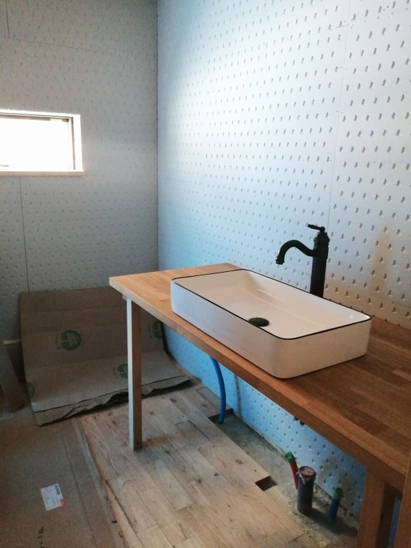 森の家 床暖の試運転と脱衣所の洗面設置。_d0180447_18132915.jpg