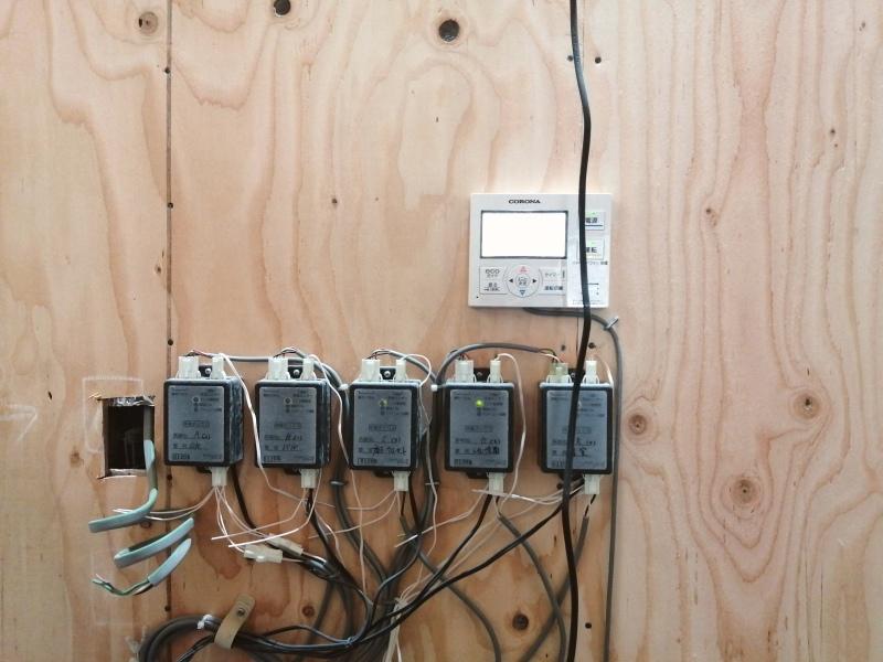 森の家 床暖の試運転と脱衣所の洗面設置。_d0180447_18141256.jpg