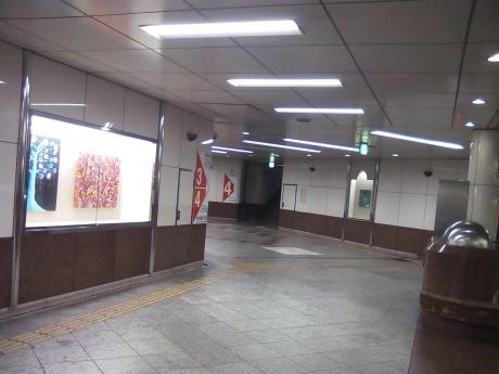 青葉通地下道ウィンドウの展示中_c0267475_11054234.jpg