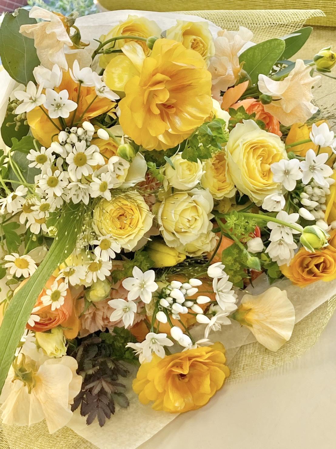 お誕生日の花束!_b0196913_08134899.jpeg