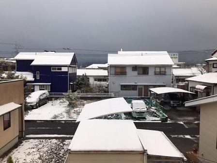 鹿児島市で2㎝の積雪。夜、三好さんのピアノ演奏_e0130185_12454316.jpg