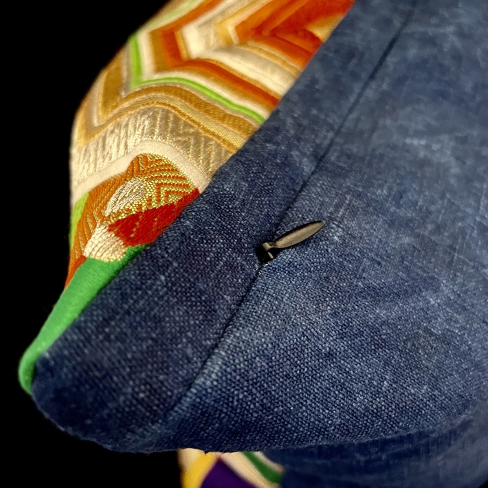 着物の帯のリメイクで素敵なクッションが完成しました。_b0130809_10012583.jpeg