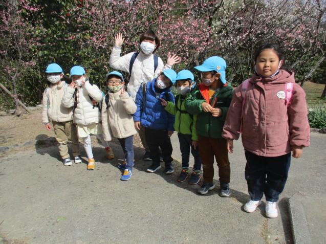 避難訓練・すみれ組、散歩に出かけました。_e0209845_18572109.jpg