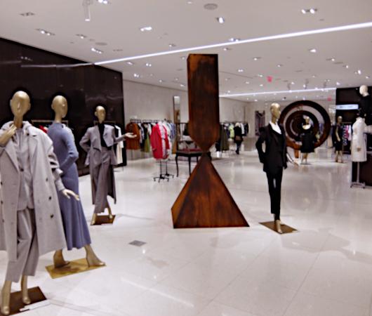 お洋服も展示方法も芸術的な、Saks Fifth Avenue本店5階_b0007805_04335651.jpg