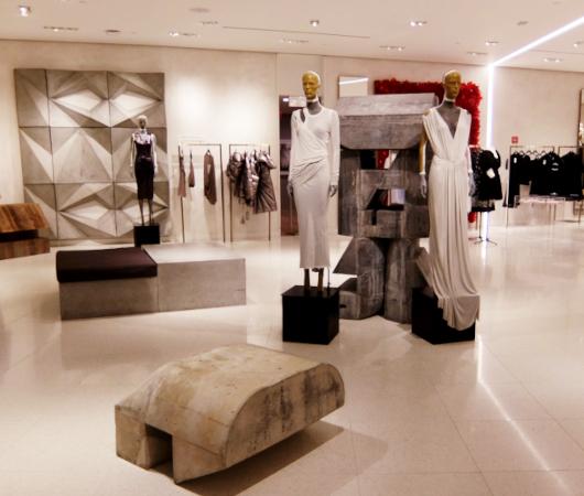 お洋服も展示方法も芸術的な、Saks Fifth Avenue本店5階_b0007805_04341157.jpg
