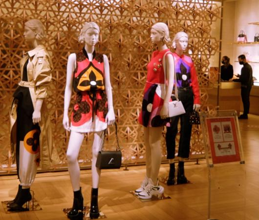 お洋服も展示方法も芸術的な、Saks Fifth Avenue本店5階_b0007805_04342307.jpg