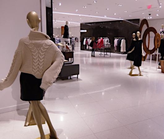 お洋服も展示方法も芸術的な、Saks Fifth Avenue本店5階_b0007805_04345513.jpg