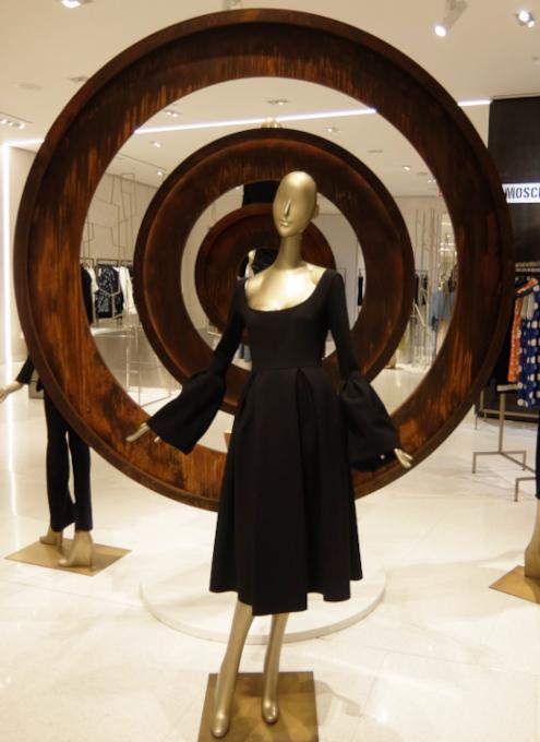 お洋服も展示方法も芸術的な、Saks Fifth Avenue本店5階_b0007805_04350533.jpg