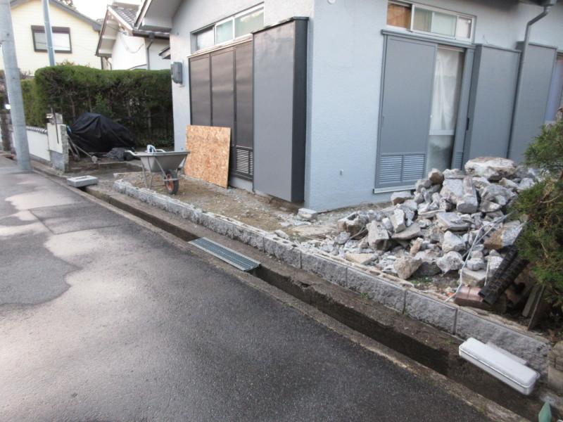 塗装が完了したので塀を壊す_c0405911_21253466.jpg