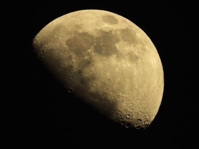 今日の月_f0178635_18180720.jpg