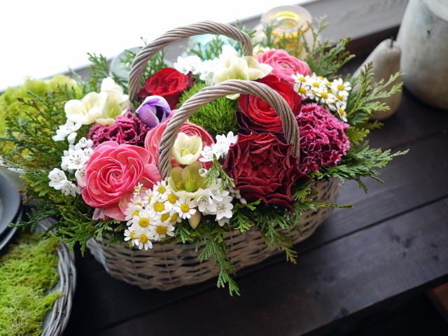 お母様の還暦のお祝いにアレンジメント。真駒内曙町にお届け。2021/02/21。_b0171193_11501627.jpg