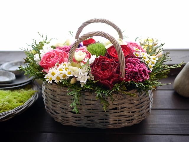 お母様の還暦のお祝いにアレンジメント。真駒内曙町にお届け。2021/02/21。_b0171193_11501640.jpg
