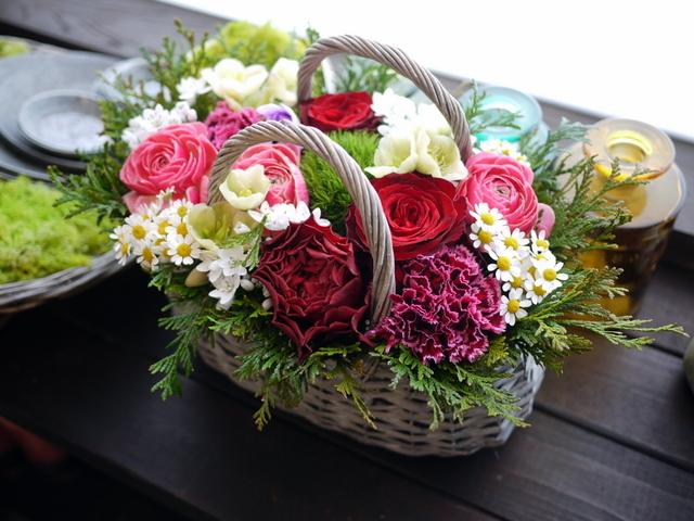 お母様の還暦のお祝いにアレンジメント。真駒内曙町にお届け。2021/02/21。_b0171193_11501663.jpg
