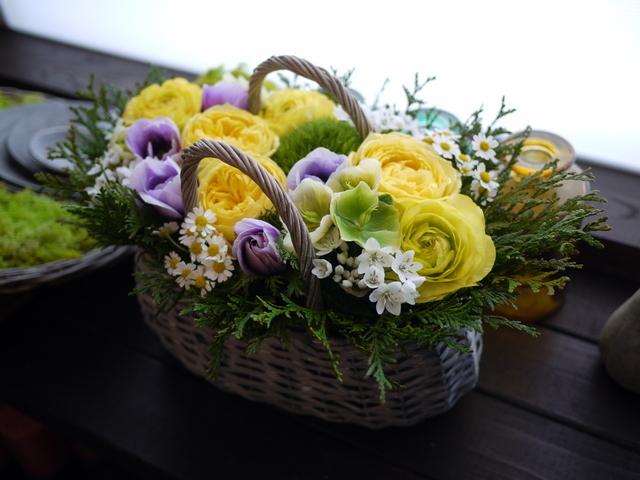 お母様のお誕生日にアレンジメント。「黄色~青系。あれば青系のアネモネを入れて」。洞爺湖町に発送。2021/02/21着。_b0171193_11532304.jpg