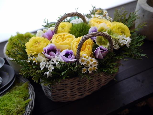 お母様のお誕生日にアレンジメント。「黄色~青系。あれば青系のアネモネを入れて」。洞爺湖町に発送。2021/02/21着。_b0171193_11532312.jpg