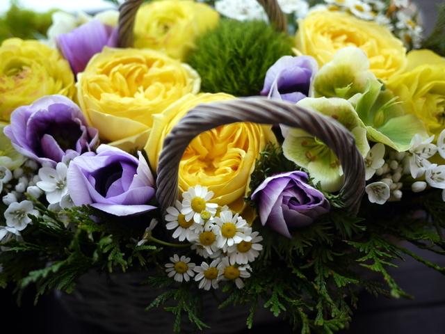 お母様のお誕生日にアレンジメント。「黄色~青系。あれば青系のアネモネを入れて」。洞爺湖町に発送。2021/02/21着。_b0171193_11532343.jpg