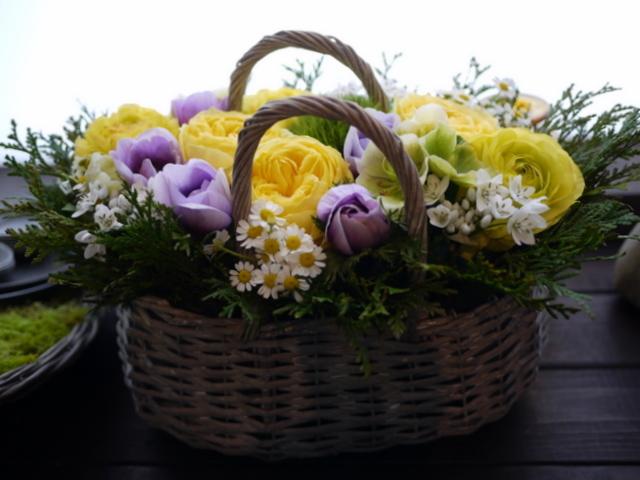 お母様のお誕生日にアレンジメント。「黄色~青系。あれば青系のアネモネを入れて」。洞爺湖町に発送。2021/02/21着。_b0171193_11532393.jpg