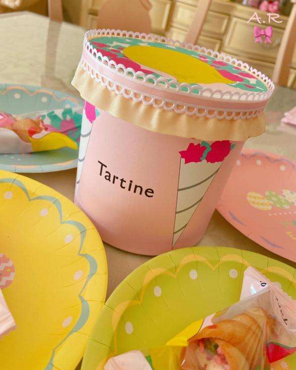 きのうお土産にいただいたTartineのお菓子の箱が可愛すぎる💖_f0017548_13582412.jpg