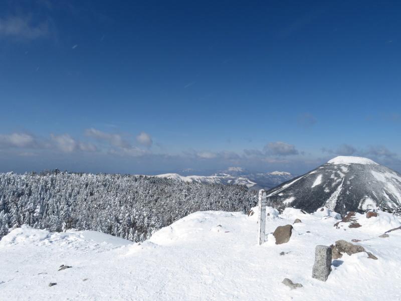 坪庭が美しい 北横岳 から  縞枯山 (2,403M) に向かう_d0170615_19495916.jpg
