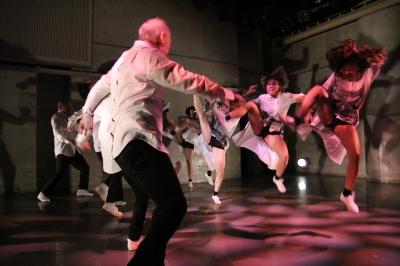 久々に観客ともども舞台を共有出来た「リンゴ企画」公演_d0178431_17432791.jpg