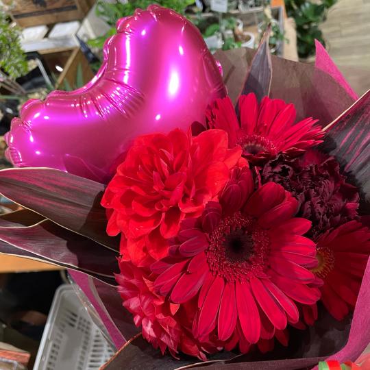 地元高校生の皆さんの、ご卒業お祝いの花束です♪♪_e0156650_10442235.jpg