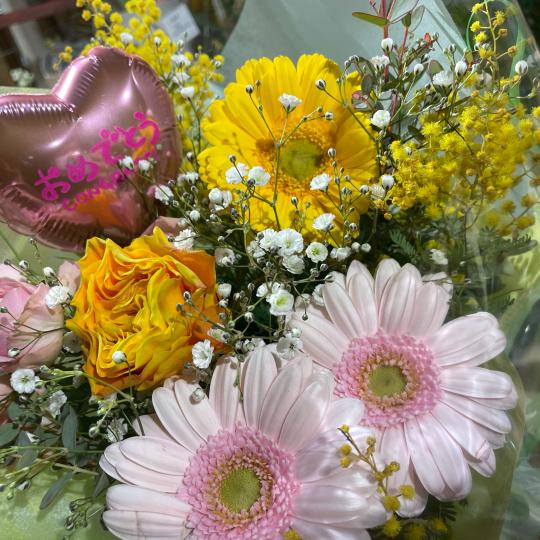 地元高校生の皆さんの、ご卒業お祝いの花束です♪♪_e0156650_10442582.jpg