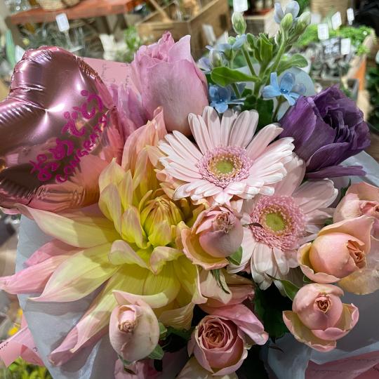 地元高校生の皆さんの、ご卒業お祝いの花束です♪♪_e0156650_10443073.jpg