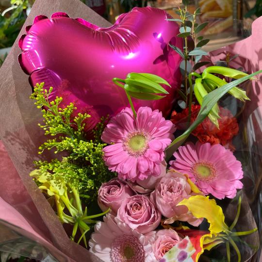 地元高校生の皆さんの、ご卒業お祝いの花束です♪♪_e0156650_10451045.jpg