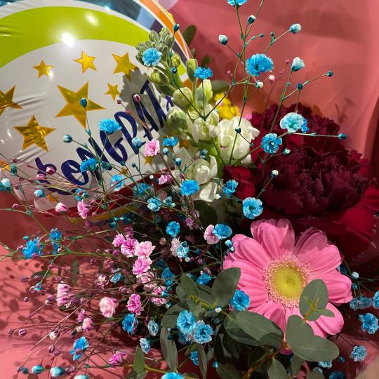 地元高校生の皆さんの、ご卒業お祝いの花束です♪♪_e0156650_10451314.jpg