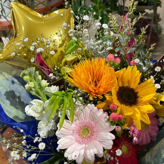 地元高校生の皆さんの、ご卒業お祝いの花束です♪♪_e0156650_10451500.jpg
