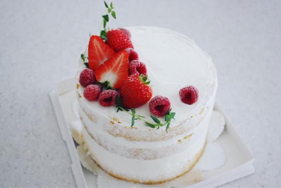 ベリーをたっぷり使った素敵なネイキッドケーキ_d0339705_17350750.jpg