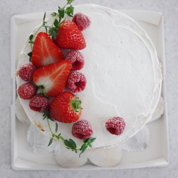 ベリーをたっぷり使った素敵なネイキッドケーキ_d0339705_17360083.jpg
