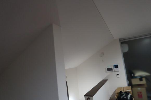 難易度MAXな階段ホールの間仕切りロールスクリーン_e0133255_18020431.jpg